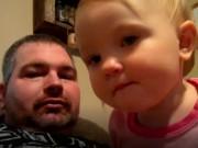 Clip Eva - Video: Em bé nhất quyết không chịu gọi bố, chỉ gọi mẹ