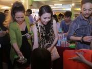 Làng sao - Hoa hậu Thu Vũ, Diễm Hương mướt mồ hôi trao quà Trung thu
