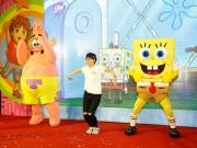 Xem & Đọc - Fan nhí Sài thành nức lòng trước sự dễ thương của SpongeBob và Patrick