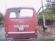 Tin tức - TPHCM: Bé gái bị sàm sỡ bên đường, 1 tài xế bất bình xuống giải cứu
