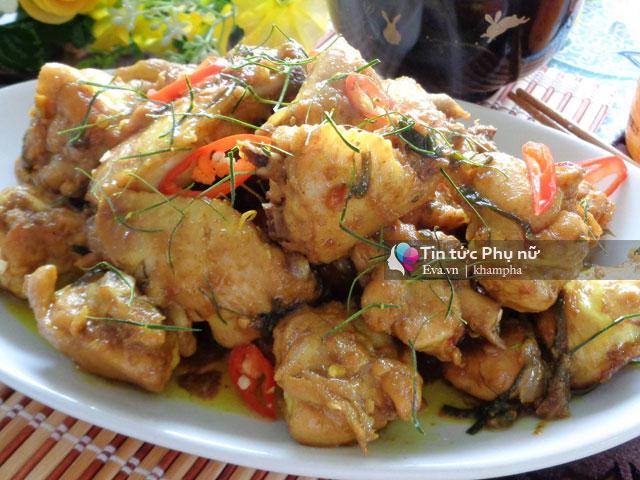 Thịt gà rang lá chanh thơm phức, đưa cơm