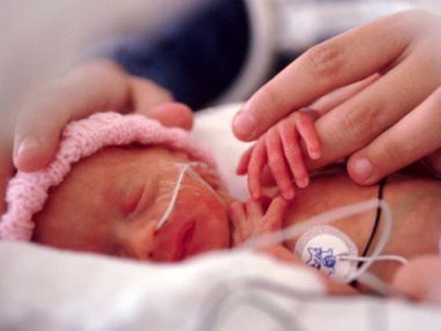 Mẹ phá thai, bé 22 tuần vẫn sống sót nhưng không được ai chào đón