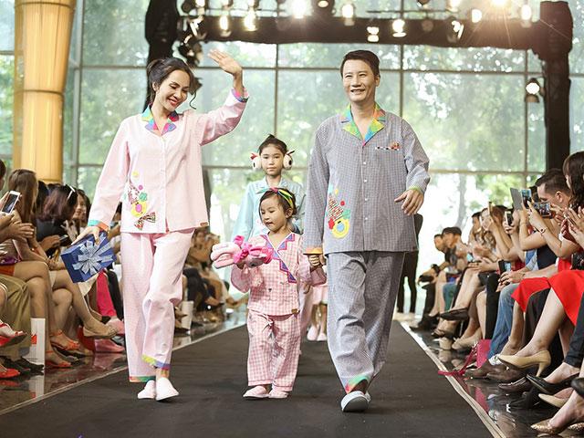 Vợ chồng Hoàng Bách và con gái mặc đồ ngủ lên sàn diễn thời trang