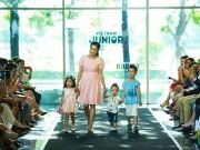 Fan bất ngờ khi con trai 1 tuổi của Ốc Thanh Vân diễn thời trang