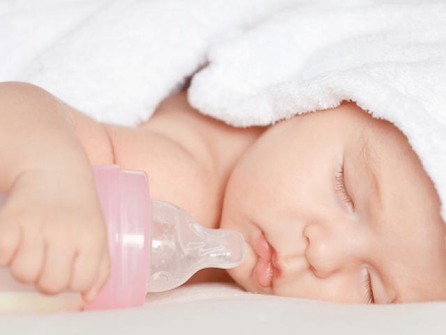 4 mẹo nhỏ mẹ nên biết để trị nấc cụt cho con một phát ăn ngay