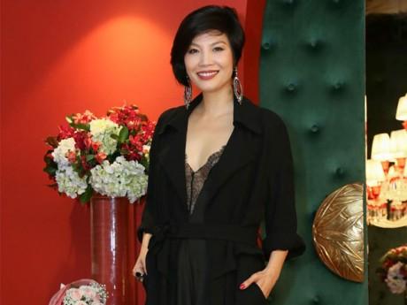 Ở ẩn gần thập kỷ, cựu siêu mẫu Vũ Cẩm Nhung ngày trở lại sang chảnh ngời ngời