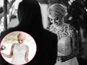 Cô dâu xăm trổ mặc váy cưới đẹp mê mẩn, chú rể còn khiến mọi người ngỡ ngàng hơn
