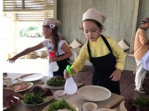 Sao Việt 24h qua: Cặp song sinh nhà Hồng Nhung vừa nhảy múa, vừa nấu ăn