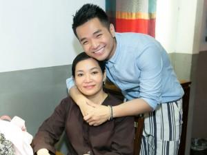 Rơi nước mắt trước món quà sinh nhật Phạm Hồng Phước tặng mẹ