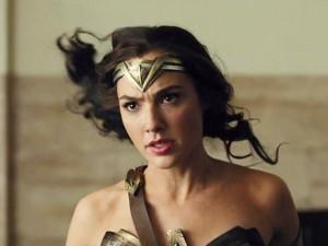 """Hé lộ hành trình Wonder Woman - Người Dơi đi tìm các siêu anh hùng thành lập """"Liên Minh Công Lý"""""""