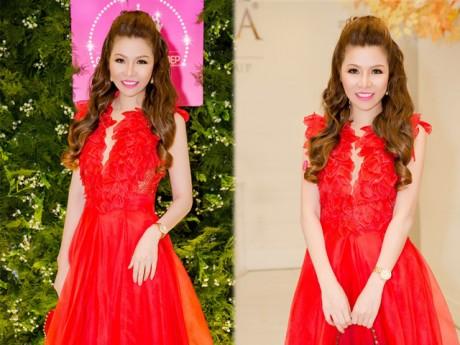 Hoa hậu Bùi Thị Hà tươi trẻ ngọt ngào ở tuổi tứ tuần