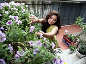 Mỹ nhân Việt bình yên trong khu vườn ngập tràn sắc hoa, bỏ lại sau lưng những ồn ào showbiz