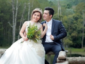 Chồng cũ Phi Thanh Vân khoe ảnh cưới ở Đà Lạt với vợ thứ ba