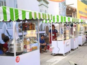 Dạo 1 vòng quanh khu phố ăn vặt đầu tiên của Sài Gòn
