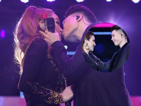 Trịnh Thăng Bình nói gì sau màn khóa môi Minh Hằng ngọt ngào trên sân khấu?