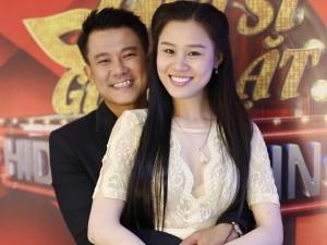 Biến mất quá lâu trước khán giả, Vân Quang Long lộ diện cùng vợ đẹp sau 15 năm kín tiếng