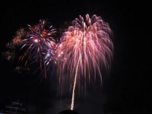Pháo hoa rực sáng trên bầu trời Sài Gòn mừng Tết độc lập