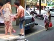 Đẻ rơi giữa đường khi đang đi mua sắm, thai phụ tự bế con rồi xách túi đi tiếp