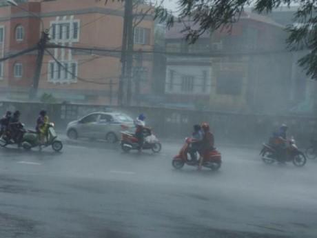 Bão số 9 bất ngờ suy yếu thành áp thấp nhiệt đới, Bắc Bộ tiếp tục có mưa dông