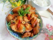 Bếp Eva - Bí quyết cho món cá trắm kho riềng thịt ba chỉ tốn cơm vô cùng