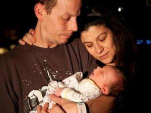 Chữa vô sinh 12 năm mới có con, mẹ đau đớn khi vô tình hại chết con 4 ngày tuổi