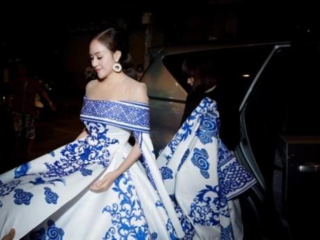 """""""Bà Tưng"""" Huyền Anh lộ cằm 2 ngấn đầy mỡ trên thảm đỏ chung kết VNTM 2017"""