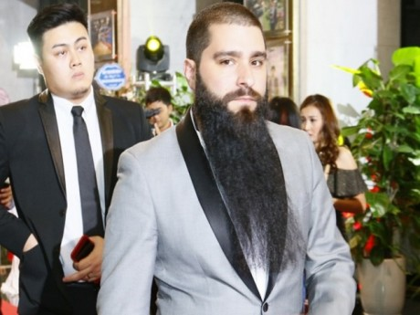 Xôn xao việc đạo diễn 'Kong: Skull Island' bị hành hung tại quán bar ở TP.HCM