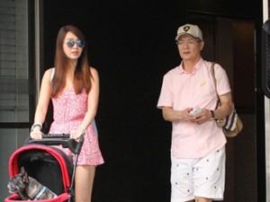 """Tuyên bố vợ cũ """"khó sống"""" tại Đài Loan nhưng chồng Helen Thanh Đào vẫn bịn rịn khi gặp cô"""