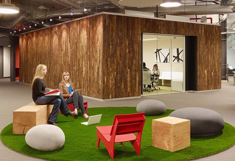Đây là trụ sở văn phòng của hãng Skype tại thành phố Palo Alto. Văn phòng này được thiết kế mang lại vẻ thoải mái, và thư giãn nhất cho các nhân viên. Ngay ở không gian họp cũng được bài trí như ở bãi cỏ ngoài trời.