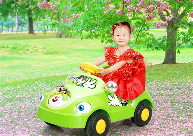 Xinh tươi, rực rỡ, Gia Tuệ cưỡi xe hơi ra mắt các bạn đọc Eva.vn
