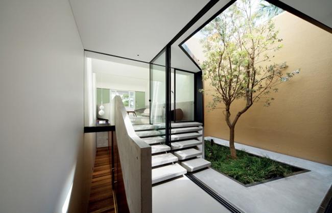 Giếng trời là một hình ảnh quen thuộc trong các ngôi nhà hiện đại, nhất  là với những căn nhà phố thường không có nhiều mặt thoáng.