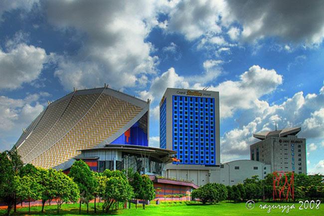 Toàn cảnh khách sạn Grand BlueWave Shah Alam, trung tâm Kuala Lumpur.