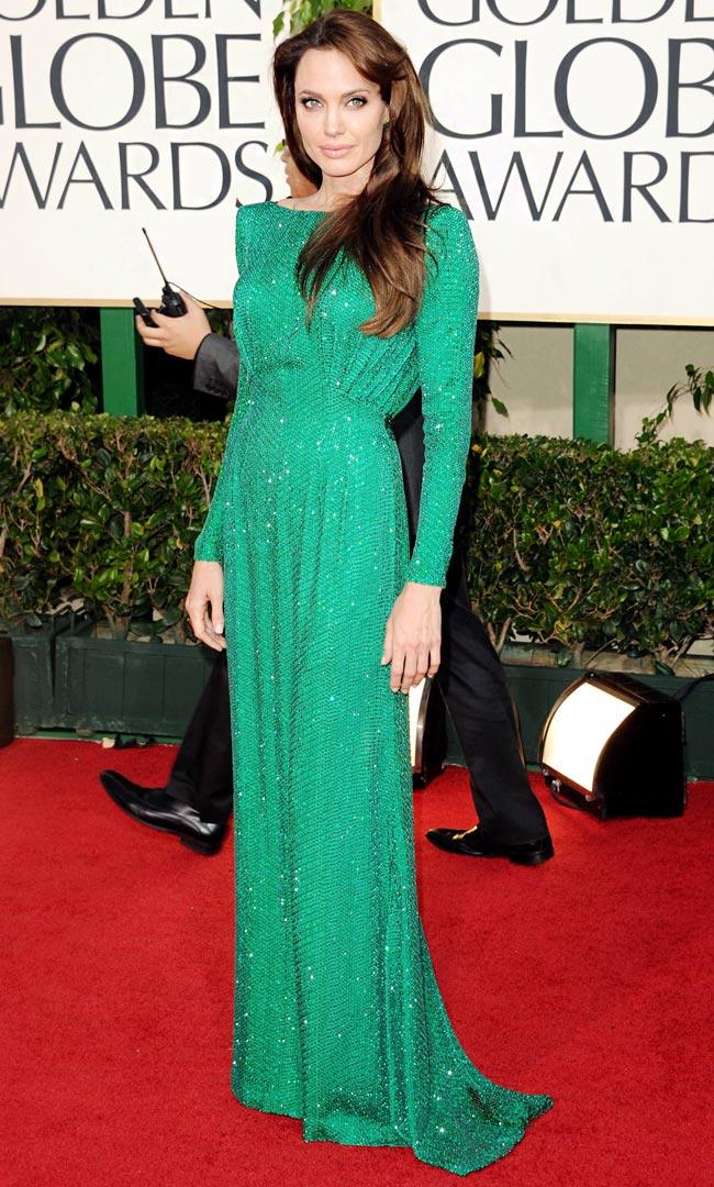 Đó chính là Angelina Jolie. Cô được ca ngợi như một người đàn bà tài sắc vẹn toàn.