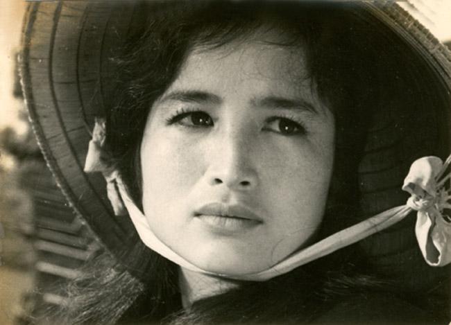 Nghệ sĩ nhân dân Trà Giang là một trong nữ diễn diên nổi tiếng nhất trên màn ảnh rộng Việt Nam giai đoạn những năm 70, 80 thế kỷ 20.