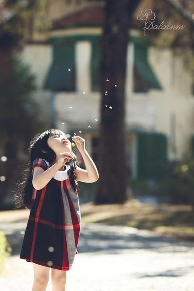 Vượt lên trên hơn 4000 bài dự thi trong vòng 3 tháng diễn ra của cuộc thi Siêu mẫu nhí 2013, cô bé xinh xắn có cái tên đáng yêu Nguyễn Hồ Mai Khanh đã xuất sắc dành giải thưởng cao nhất của cuộc thi.