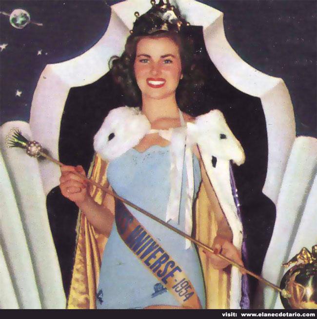 Hoa hậu hoàn vũ năm 1953 Christiane Martel đến từ Pháp. Bà sở hữu nụ cười rạng rỡ.