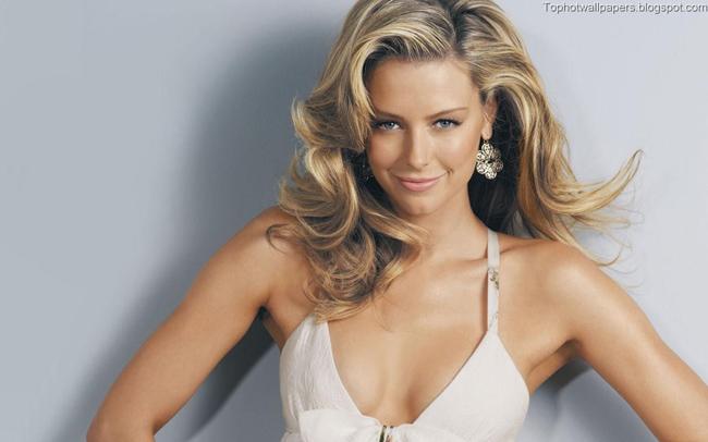 Jennifer Hawkins đoạt vương miện Hoa hậu hoàn vũ năm 2004. Người đẹp Australia là một trong những người mẫu danh tiếng nhất xứ sở Chuột túi.