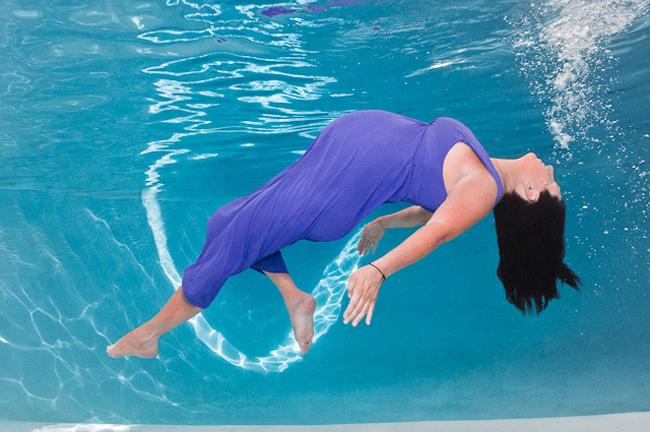 Mẹ bầu có thể tập areobic, tập bơi... không chỉ giúp chị em giảm bớt đau nhức, mệt mỏi mà còn giúp quá trình chuyển dạ diễn ra dễ dàng hơn.