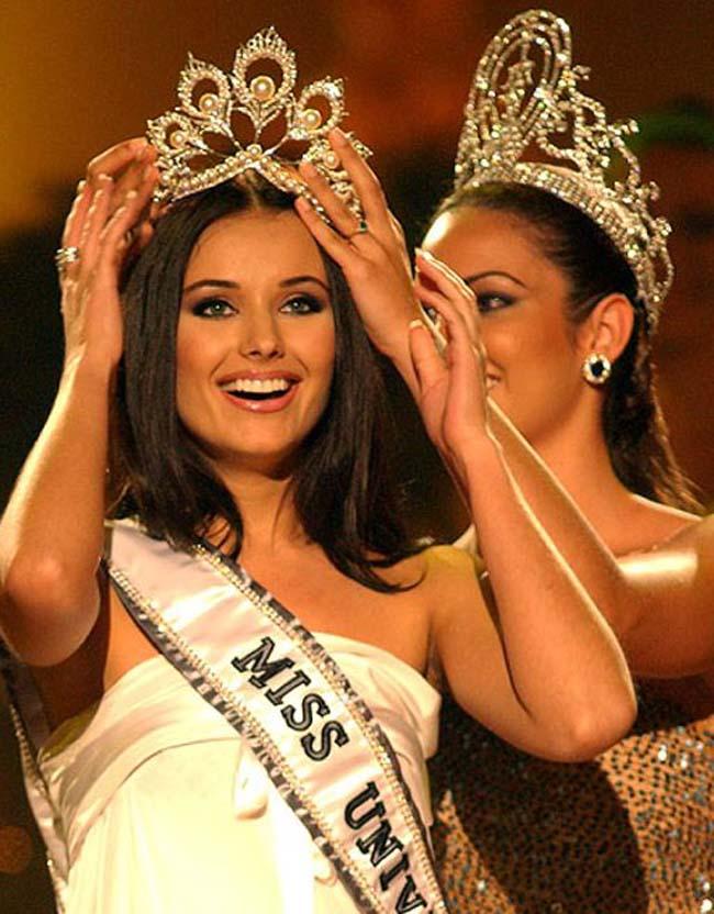 Miss Universe 2002 đến từ Nga - Oxana Fedorova được nhận định là hoa hậu đẹp nhất trong lịch sử cuộc thi này.