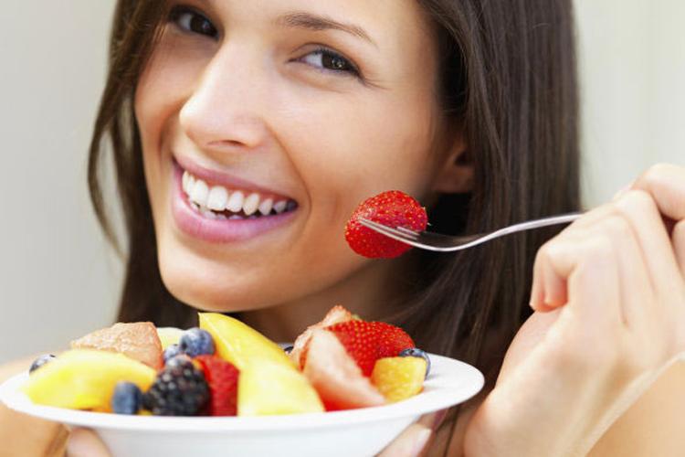 """Một thông tin tốt lành cho các cặp đôi đang mong chờ """"tin vui"""" là các nhà khoa học mới đây đã khẳng định rằng chế độ ăn uống ảnh hưởng rất lớn đến khả năng đậu thai, đặc biệt việc chị em chăm chỉ ăn bữa sáng với dưỡng chất đầy đủ sẽ làm tăng khả năng có con hơn. Vì vậy, nếu các bạn cũng đang mong ngóng có con, hãy thiết lập một chế độ ăn uống cân bằng, đầy đủ dưỡng chất và đừng quên bổ sung những thực phẩm sau vào bữa ăn hàng ngày bởi chúng đã được chứng minh là giúp thúc đẩy khả năng đậu thai đấy.  Tin liên quan:  Ngày rụng trứng: 'Bí mật' mẹ chưa biết  3 bước tính ngày rụng trứng thật chuẩn  Tôi thụ thai nhanh nhờ chiêu 'độc'  Lịch sử thú vị về que thử thai"""