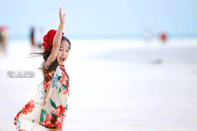 Aleyna Yilmaz nổi tiếng khi tham dự chương trình truyền hình thực tế Real Kids Story Rainbow. Cô bé được ví như 'tiểu Lee Min Jung' vì khuôn mặt cực kỳ giống nữ diễn viên Midas. Cộng đồng mạng liên tục tìm kiếm thông tin về Aleyna, biến cô bé trở thành nhân vật hot nhất trên showbiz Hànthời điểm này.