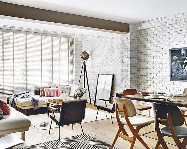 Đây là một không gian sống hiện đại, tiện nghi dành cho những người yêu thích sự yên tĩnh và thoáng mát. Các không gian trong căn hộ được kết nối liền mạch bằng sắc trắng chủ đạo tạo độ thoáng sáng và rộng rãi. Tuy nhiên, khác với những căn hộ nhỏ thông thường, mỗi không gian được tách bạch bằng những bức tường nhỏ với chức năng phân vùng, mang lại sự riêng tư trong hoạt động thường ngày cho cô nàng sành điệu, yêu sự tinh tế.