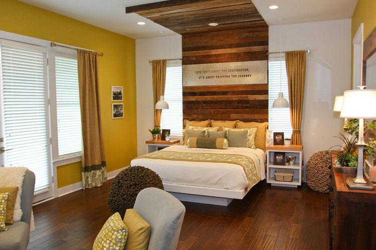 Màu sắc trong phòng ngủ là một yếu tố ảnh hưởng rất lớn đến sự nghỉ ngơi, thư giãn cũng như ân ái của bạn. Bởi thế, hãy tạo cho căn phòng một không gian thật ấm áp.  Những gam màu nóng và nữ tính như màu đỏ, tím, hồng khích thích sự hưng phấn cho các cặp vợ chồng.  Các gam màu nhạt, nhẹ nhàng như trắng, kem, xanh giúp cân bằng các yếu tố phong thủy trong phòng ngủ rất tốt mà lại không gây cho bạn cảm giác nặng nề, ức chế mỗi khi bước vào phòng.
