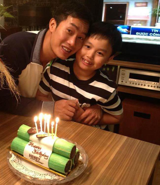Cậu con trai của BTV Hoa Thanh Tùng vẫn được mọi người gọi vui với tên ở nhà là Ỉn.Cậu bé hiện đang học tại một trường tiểu học quốc tế có tiếng tại Hà Nội. Ỉn rất ngoan ngoãn và đáng yêu.