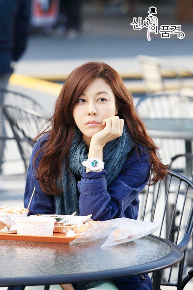 Với gương mặt đẹp cùng tài năng diễn xuất, Kim Ha Neul đã diễn tả rất thành công nhân vật cô giáo vừa đáng yêu lại vừa đáng kính trọng.