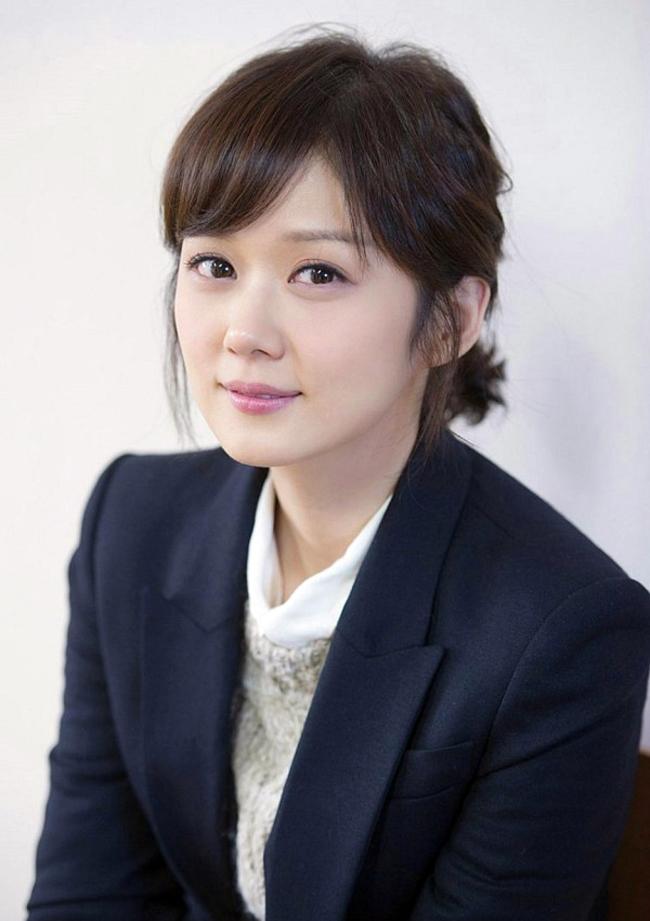 Với hình ảnh cô giáo nhỏ bé nhưng rất nhiệt huyết với nghề và yêu thương học sinh, nhân vật cô giáo của Jang Na Ra trong School 2013 thực sự đã chinh phục được khán giả.