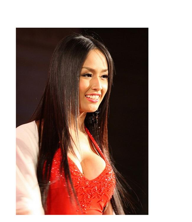 Tuy nhiên, sau khi đăng quang một thời gian, vòng 1 của hoa hậu khiến khán giả 'choáng'.