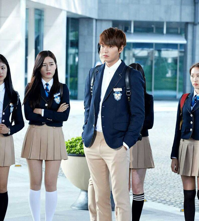 Lee Min Ho trong đồng phục học sinh.