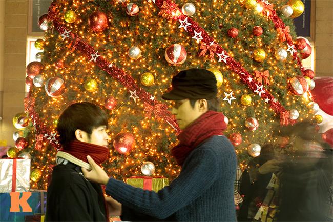 Vượt qua những xì xào, sự khắt khe của một số người khi nghĩ về tình yêu đồng tính, cặp đôi Gia Việt (đội mũ) - Huy Hoàng (Cùng sinh năm 1992. Hiện sống tại Hà Nội) đã có một tình yêu đẹp, trong sáng hơn 1 năm qua.