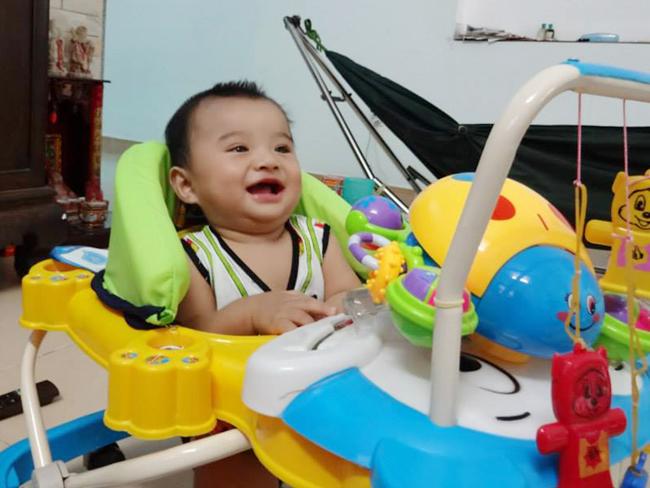 Chàng trai nào mà có nụ cười duyên thế này? Dù chưa mọc đủ răng nhưng chàng vẫn chẳng ngại khoe lợi nhé!